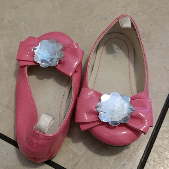 GAP Other - Pink flats with bow and jewelry